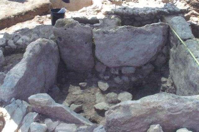 """Ο άγνωστος Μυκηναϊκός τάφος στο νησάκι """"Μήτρος"""" της Τραγάνας"""